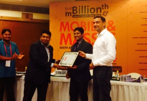 Parthaa Bosu (L) India Director, Clean Air Asia receiving the recognition from Dr Rathan Kelkar, IAS,  CEO, Centre for e-Governance, Govt of Karnataka and Abhijit Saxena, Founder & CEO, Mobilox